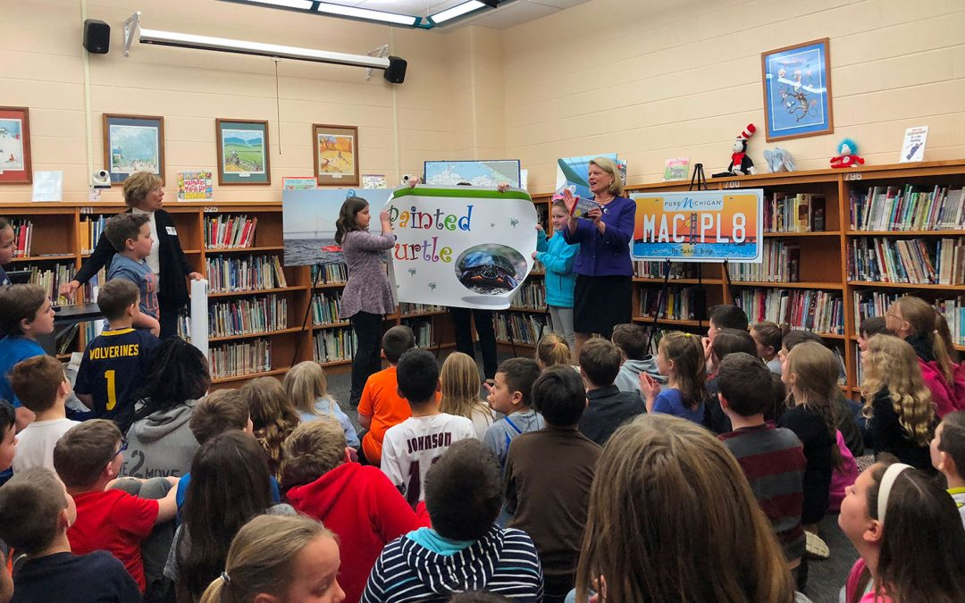 Secretary of State Ruth Johnson makes Reading Month visits to two Davison schools